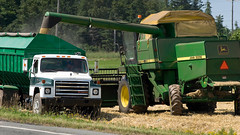 CombineAug2009NearSsideGPEIBLS_6832x_AGR (Government of Prince Edward Island) Tags: combine grain cereals johndeere harvesting harvest