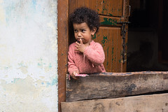 Crying_Vashisht_india_16_IMG7148 (annalisa gallo) Tags: rosso children colors door crying cry india digital people kaza spiti valley himalaya