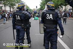 Manifestation pour l'abrogation de la loi Travail - 15.09.2016 - Paris - IMG_8028 (PM Cheung) Tags: loitravail paris frankreich proteste mobilisationénorme cgt sncf euro2016 demonstration manifestationpourlabrogationdelaloitravail blockaden 2016 demo mengcheungpo gewerkschaftsprotest tränengas confédérationgénéraledutravail arbeitsmarktreform lesboches nuitdebout antagonistischenblock pmcheung blockupy polizei crs facebookcompmcheungphotography polizeipräfektur krawalle ausschreitungen auseinandersetzungen compagniesrépublicainesdesécurité police landesweitegrosdemonstrationgegendiearbeitsmarktreform loitravail15092016 manif manifestation démosphère parisdebout soulevetoi labac bac françoishollande myriamelkhomri esplanadeinvalides manifestationnationaleàparis csgas manif15sept manif15 manif15septembre manifestationunitairecgt fo fsu solidaires unef unl fidl république abrogationdelaloitravail pertubetavillepourabrogerlaloitravaille