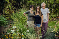 Beate and me and Frank, September 2016 (Melissa Maples) Tags: ludwigsburg germany europe nikon d5100   nikkor afs 18200mm f3556g 18200mmf3556g vr me melissa maples selfportrait woman brunette plants flowers garden summer portrait beate frank green
