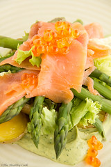 Salmon Salad with Asparagus & Avocado Dressing – Σαλάτα με Σολομό, Σπαράγγια και Σάλτσα Αβοκάντο