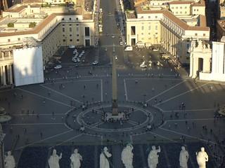 Vista de la Plaza de San Pedro desde la Cúpula de la Basílica de San Pedro del Vaticano, Ciudad del Vaticano, Ciudad del Vaticano