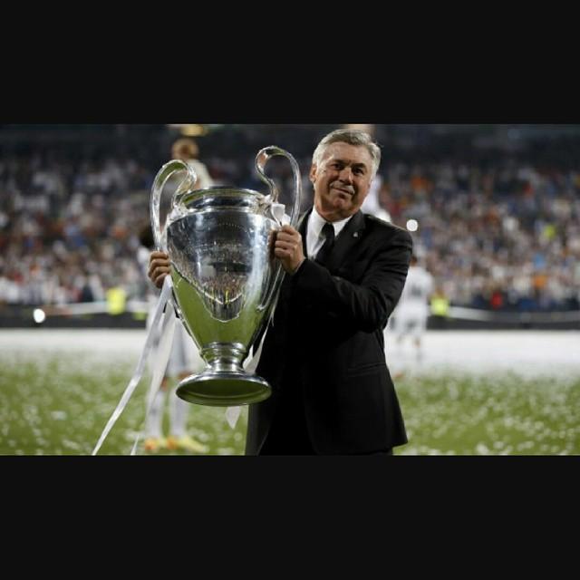 Uno de los mejores que ha pasado por el Madrid, tanto técnica como personalmente, hasta siempre ceja legendaria, adiós Carlo Ancelotti #florentinodimisón