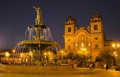 Huacaypata (victor mendivil) Tags: plaza peru noche arquitectura agua nikon cusco fuente iglesia sigma sierra nocturna 1755mmf28dx arquitecturacolonial plazadearmasdecusco ltytr1 d7000 victormendivil