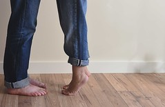 Nosotros. (noearanzazu) Tags: couple pareja color pies piernas composition composicin