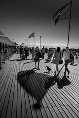 Deauville les planches fin de journée (amateur72) Tags: calvados deauville fujifilm normandie normandy mer plage planches sable xt1