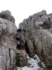 Scrambling down a gully on Pizzo Cefalone (markhorrell) Tags: italy walking abruzzo gransasso apennines pizzocefalone