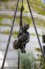 Suspendue ... ( P-A) Tags: sculpture publique art oeuvre impressionnante imposante intriguant magnifique jadore nicolebrousse artiste femme aurons provence photos simpa atravsdetumirada