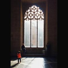 red  #child #red #light #window #architecture #gothic #interior #lonjadelaseda #silkexchange #llotjadelaseda #valencia #spain #silhouettes #family #hall (.taz.) Tags: instagramapp square squareformat iphoneography uploaded:by=instagram lark valencia spain interior hall architecture silkexchange llotjadelaseda lonjadelaseda child kid family silhouettes window gothic light shadow red