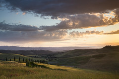 Goodbye Tuscany (Lance Sagar) Tags: tuscany italy sunset ladscape sky clouds evening light green golden grass hay farm wheat hills agriculture hillside valleys trees canon 6d nature