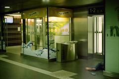Berlin Hauptbahnhof, 5 Uhr I (internautenbasis) Tags: analog film analogue minolta berlin hauptbahnhof