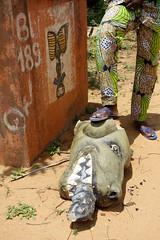 DSC05747 (noémiegirardet) Tags: slaves esclave marche colonialisme souffrance animism vaudou ouidah bénin afrique africa walk ritual totem symbol