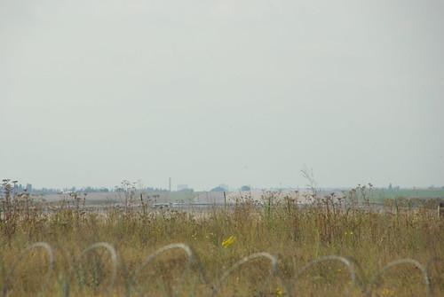 Временный проход у торца полосы ВПП аэродрома Жуковский