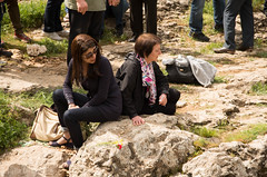 Remembrance ceremony around Cumgus mass grave (Julia Buzaud) Tags: turkey turkiye genocide turkije armenian turchia massgrave massacresite gomidas ungus