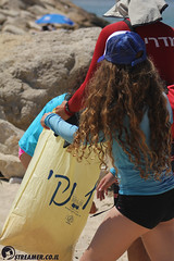 IMG_8786 (Streamer -  ) Tags: ocean sea people green beach nature students ecology up israel movement garbage sunday north group young cleanup clean teen shore bags  nonprofit streamer  initiative enviornment    ashkelon          ashqelon   volonteers      hofit