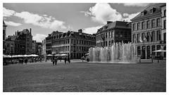 Grand'Place de Mons (Gretsch*) Tags: blackwhite belgium belgique mons noirblanc leicasummicron35mmf20asph leicam240