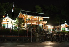 (Askalon) Tags: night kyoto shrine newyears yasaka