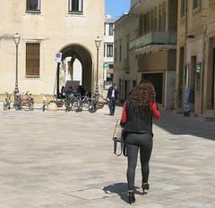 Thursday Colours - Lecce Style (Pushapoze) Tags: italia italy puglia pouilles lecce fashion mode moda highheels stilletos