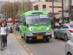 Seoul Bus (Travis Estell) Tags: bukchonhanokvillage bus jongno jongnogu korea republicofkorea seoul southkorea transit