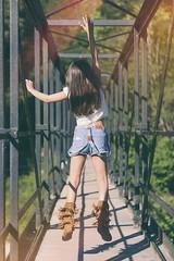 Claudia - 06 (G. Goitia) Tags: vida alegra alegre happy hapiness life free freedom libre libertad niez nia salto jump exteriores gente airelibre puente dof pdc dep depthoffield profundidaddecampo encuadre framing mood clich reportaje sesin book photo photography fotografa foto canon luz light iluminacinnatural sinflash color luznatural