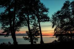Watching the sunset / Regarder le coucher de soleil (tofason) Tags: sunset longexposure coucherdesoleil expositionlongue plagejacquescartier