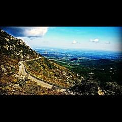 Subindo a Serra da Piedade. Foto tirada por meu bem. #serradapiedade #paisagensdeminas #caete#minasgerais#brasil#brazil#trekking#cãibra #acidolatico#dores# (natacia.disantos) Tags: square squareformat mayfair iphoneography instagramapp uploaded:by=instagram