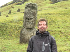 "Manu qui fait le Moai... <a style=""margin-left:10px; font-size:0.8em;"" href=""http://www.flickr.com/photos/83080376@N03/17249536921/"" target=""_blank"">@flickr</a>"
