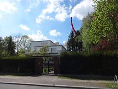Berlin Botschafterresidenz Ungarn Englerallee 25 in 14195 Dahlem (Bergfels) Tags: berlin politik cd ungarn dahlem botschaft 14195 englerallee republikungarn gesandtschaft bergfels diplomatischescorps botschafterresidenz rohlfsstrase