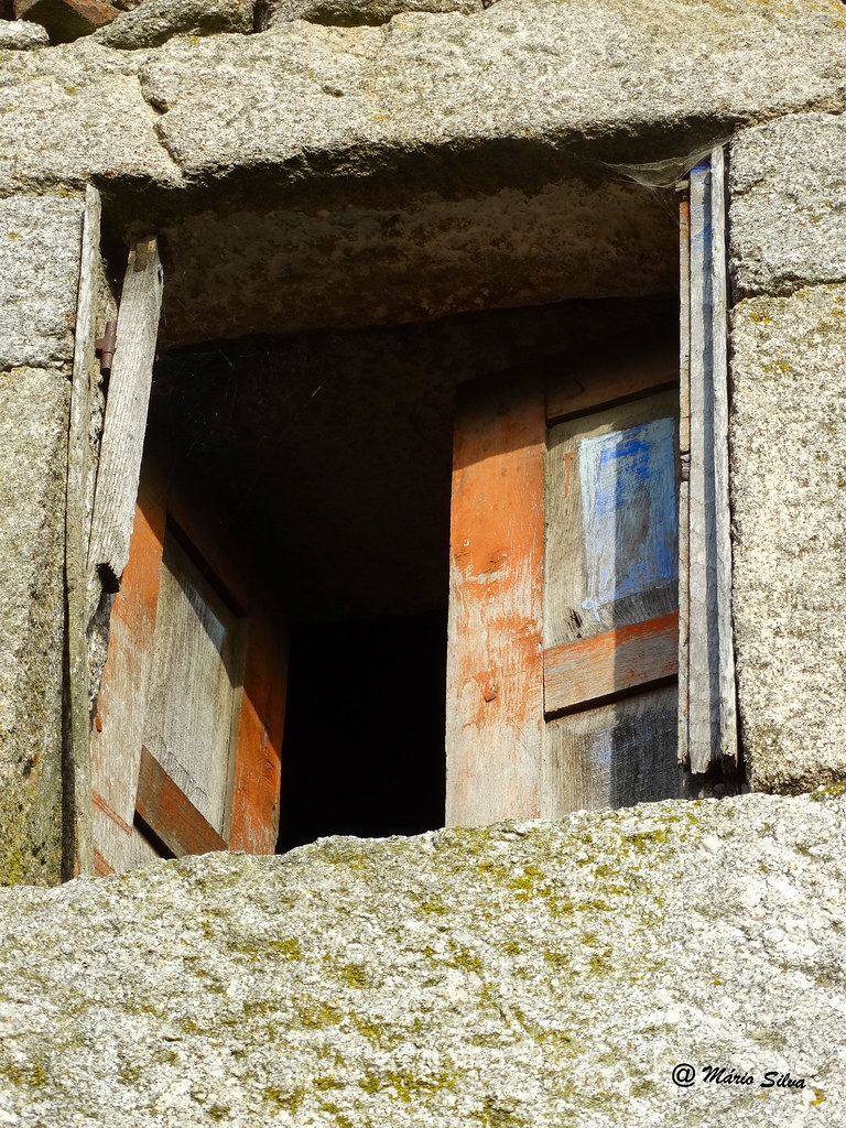 Águas Frias (Chaves) - janela aberta ...