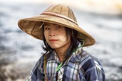 uno sguardo di luce (mat56.) Tags: light portrait people woman girl face look portraits donna asia expression burma persone sguardo myanmar antonio ritratti ritratto luce viso ragazza pindaya espressione birmania mat56 romei