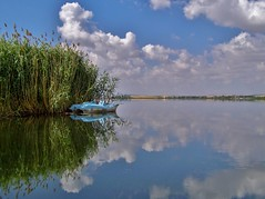 Reflection. (Metin Canbalaban) Tags: metincanbalaban göl turkey turkie trip travel tatil holiday holidayinturkey lake reflection boat cloud cloudly