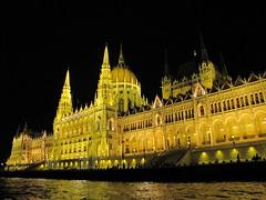 Parlament jszaka 2 (brauny) Tags: budapest magyarorszg hungary capital night noflash duna dabube parlament parliament orszghz