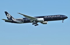 Boeing 777-300ER Air New Zealand ZK-OKQ (All Blacks Livery) (Planes Spotter And Aviation Photography By DoubleD) Tags: boeing 777 777300 777300er air new zealand all blacks livery zkokq londres london airport heathrow lhr egll planes aircraft