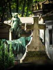 I_+ (Eduardo Quiroga) Tags: cementerio tumba cruz pars