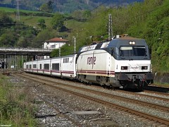 252 (firedmanager) Tags: train tren lisboa siemens imperial locomotive cp locomotora hendaye renfe talgo trena 252 comboiosdeportugal irún trenhotel renfeoperadora surexpreso