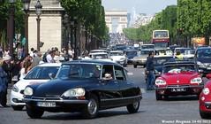 60 ans de la DS (XBXG) Tags: auto old paris france classic car vintage de french la automobile place ds citron voiture des concorde frankrijk avenue ancienne champslyses tiburn snoek citronds desse franaise strijkijzer 60ansdelads