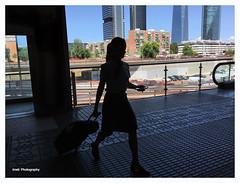 Azafata (Imati) Tags: madrid contraluz verano chamartín azafata iphone6s