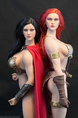 Sparta Warrior and Red Sonja (edwicks_toybox) Tags: redhead bikini 300 brunette spartan redsonja spartawarrior 16scale femaleactionfigure executivereplicas phicen seamlessbody