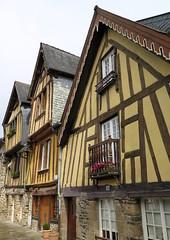 Fougres (40) (Silvia Inacio) Tags: fougres bretagne bretanha brittany france frana window janela house