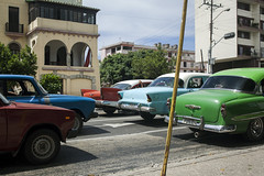 Gova Gova Gova. (Mill(s) & NAJE) Tags: cars cuba couleur sisi travel street photography bras arm lobjectif roue green rouge immeuble composition mills naje robinhood gefelko old school classic athmosphere bouchon road again attente waiting