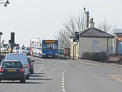 Stagecoach Bus 34850 Entering Gainsborough, Lincs. (ManOfYorkshire) Tags: bridge house river lincolnshire trent toll dennis dart stagecoach gainsborough 96 slf 34850 fx06aef
