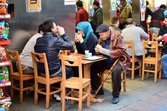 Istanbul: Mercato di Uskudar (Luciano ROMEO) Tags: gente istanbul mercato ambulanti uskudar turchia negozi venditori mercatodiuskudar