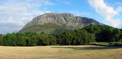 Picos de Europa (carlinhos75) Tags: naturaleza nature nikon asturias paisaje cielo campo montaa panormica picosdeeuropa p5000 posadadellanes