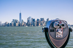 In the binoculars (F.eelphoto.fr) Tags: voyage city trip travel cruise usa ny newyork statue skyline landscape liberty island downtown cityscape manhattan south horizon binoculars libert libertyisland croisire etatsunis