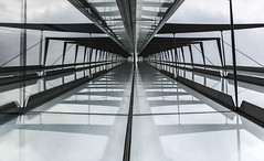 Highway to Heaven (tan.ja1212) Tags: spiegelung reflection glas stahl steel brogebude hochhaus gebude building himmel sky