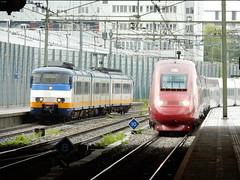 SGMm en Thalys Rotterdam Centraal (sander_sloots) Tags: paris station train rotterdam gare zug bahnhof trains parijs trein centraal treinen sprinter thalys hsl hoekselijn sgmm