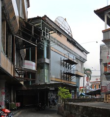 Supermarket M'A (That's not the way Debbigail depicted (using album) Tags: bali building gedung architecture arsitektur shop toko