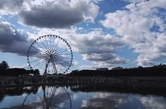 Paris - Jardin des Tuileries (delphinebrg) Tags: granderoue jardin tuileries paris france eau reflet ombre ciel extrieur place fontaine outdoor mange vue nuage cloud blue bleu