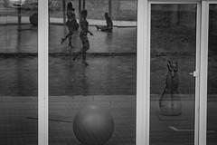 Szpilki na wybiegu (Dariusz Niedzielski) Tags: sport fitness szpilki lustro pika wiczenia okno
