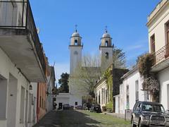 """Colonia del Sacramento: le quartier historique et sa basilique <a style=""""margin-left:10px; font-size:0.8em;"""" href=""""http://www.flickr.com/photos/127723101@N04/29669424426/"""" target=""""_blank"""">@flickr</a>"""